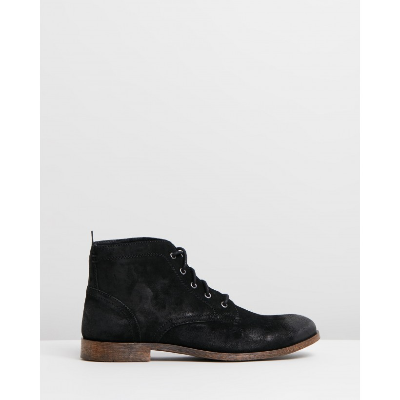 Beaumont Suede Boots Black Oily by Staple Superior