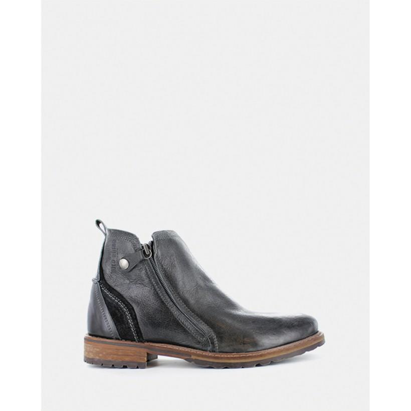 Hunter Boots Black by Wild Rhino