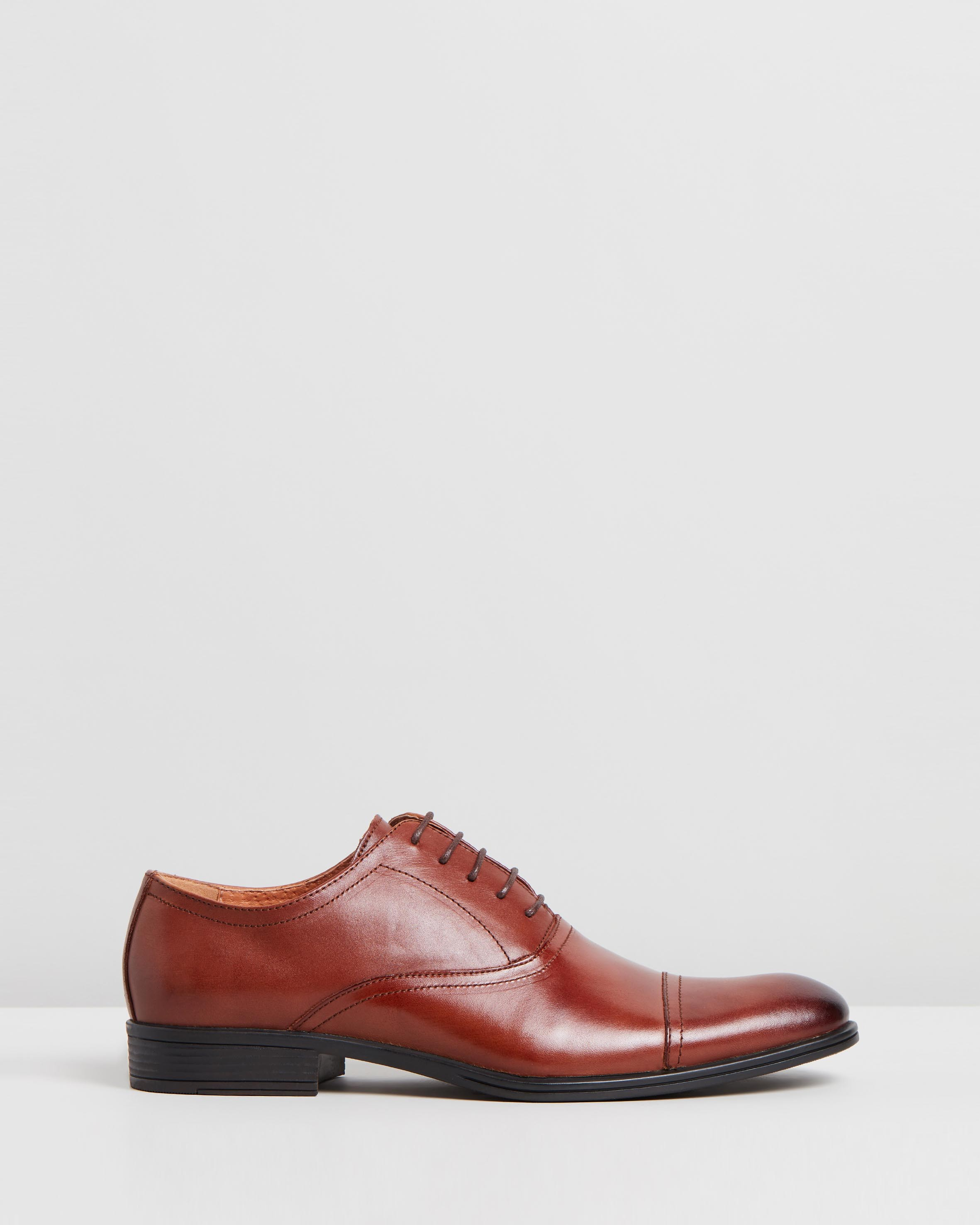 Accolade Oxford Performance Shoes Tan