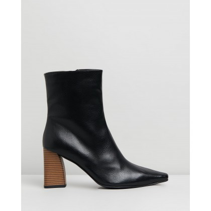 VEGAN - Ginseng Ankle Boots Black Smooth by Atmos&Here