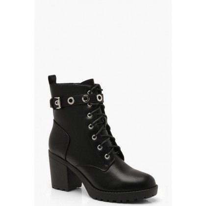 Chunky Lace Up Hiker Boots With Eyelets in Black