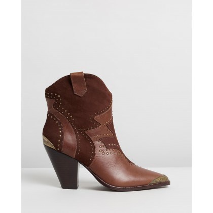 Outback Ankle Boots Tan by Camilla