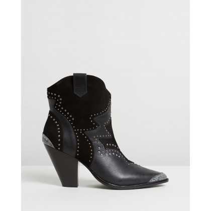 Outback Ankle Boots Solid Black by Camilla