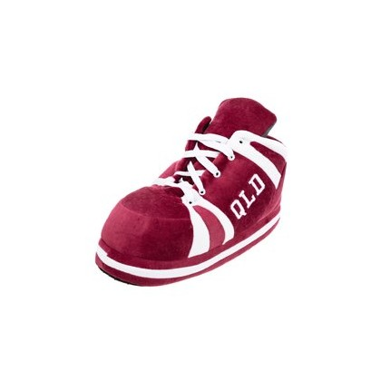 Chuck Maroon in Maroon by GET IT NOW