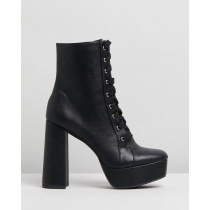 Catz Ankle Boots Black Smooth by Dazie