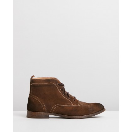 Beaumont Suede Boots Taupe Oily by Staple Superior
