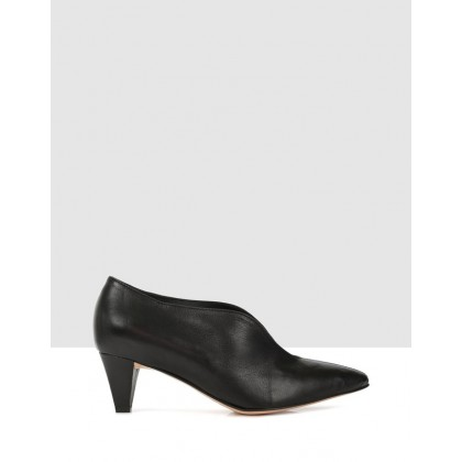 Bells Court Shoe Black by Beau Coops