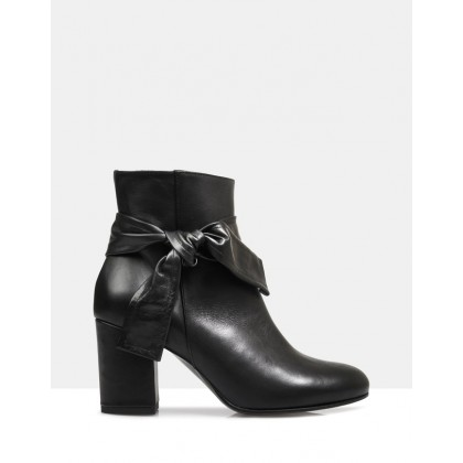 Bryanna Ankle Boots Black by Sempre Di