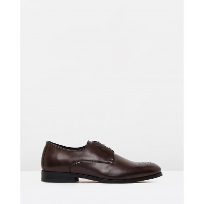 Cast Derby Classic Brogues Brown by Royal Republiq