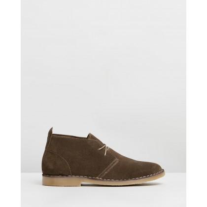 Copenhagen Suede Desert Boots Khaki by Staple Superior
