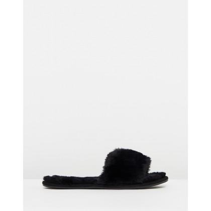 Cosmopolitan Slippers Black by Rubi