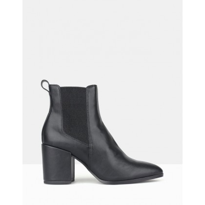 Coyote Chelsea Boots Black by Betts