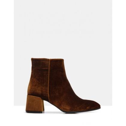 Eldora Ankle Boots Mustard by Sempre Di