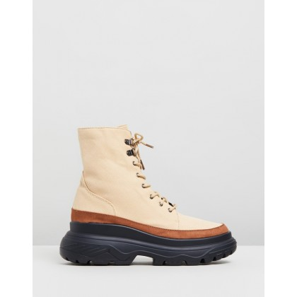 Extreme Sole Hiking Boots Tan by Missguided