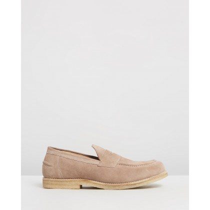 Felix Suede Loafers Beige by Double Oak Mills