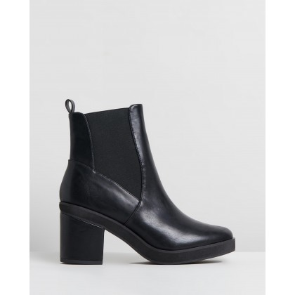 Frankee Ankle Boots Black by Dazie