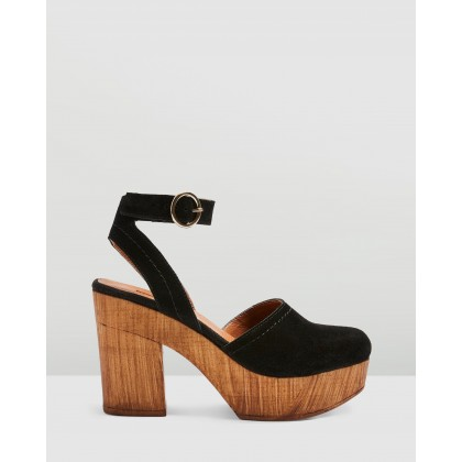 Gabby Closed Clogs Black by Topshop