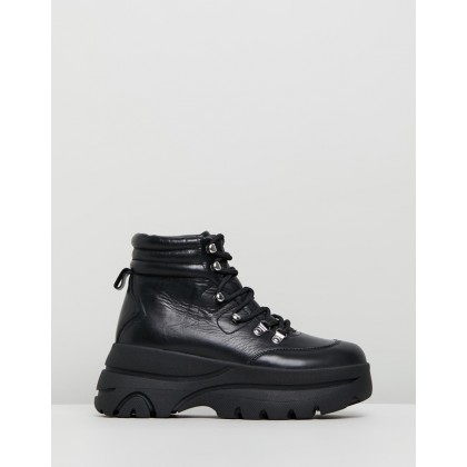 Husky Black Leather by Steve Madden