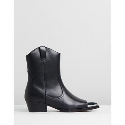 Jacky-Jo Low Boots Black by Bronx
