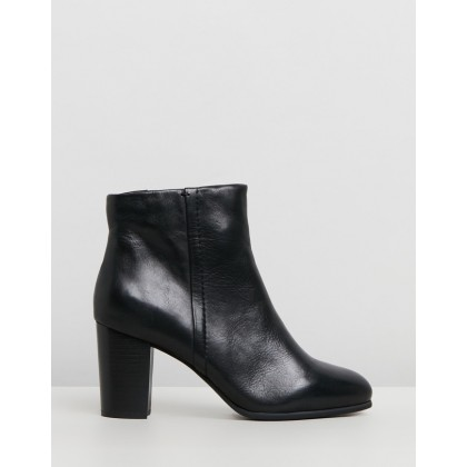 Kennedy Ankle Boots Black by Vionic