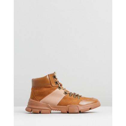 Kingsley Hiker Sneakers Camel by Spurr