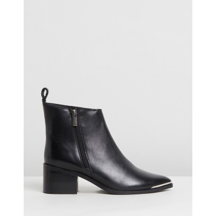 Leather Monica Boots Black by Oneteaspoon