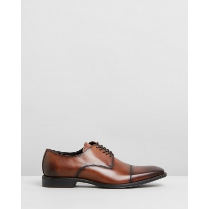 Left Lace-Up Oxfords Cognac by Kenneth Cole