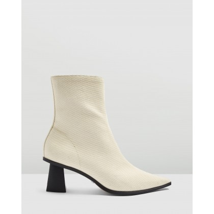 Maile Point Boots White by Topshop