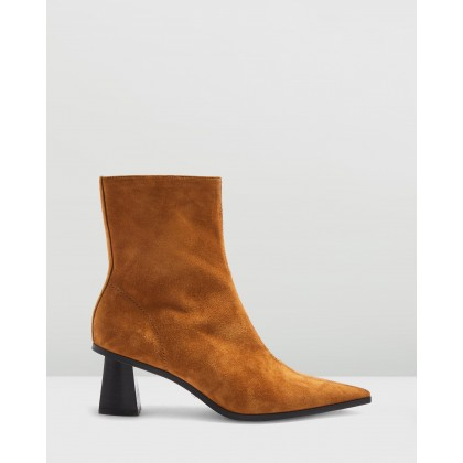 Maile Point Boots Tan by Topshop