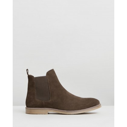 Malmo Suede Gusset Boots Khaki by Staple Superior