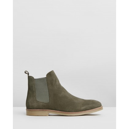 Malmo Suede Gusset Boots Moss by Staple Superior