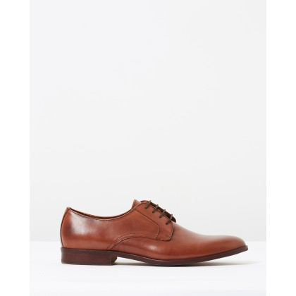 Marlowe Derby Brown by Saba
