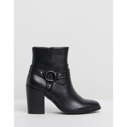 Michelle Black by Iris Footwear