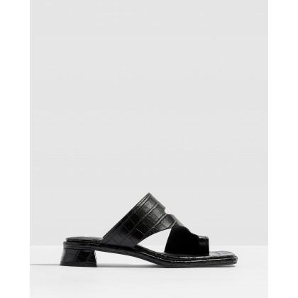 Noah Vegan Toe-Loop Sandals Black by Topshop