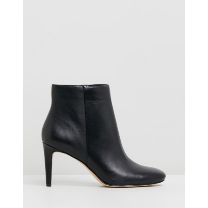 Qwentyn Black Leather by Nine West