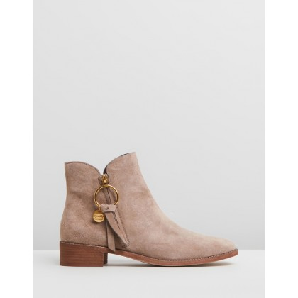 Ring Zip Pull Flat Boots Taupe by See By Chlo??