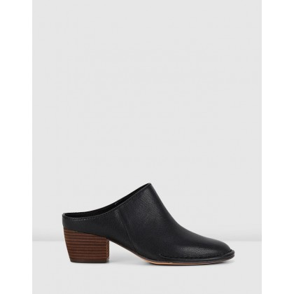 Spiced Isla Black Leather by Clarks