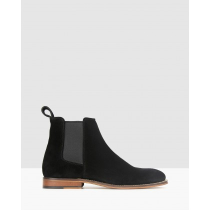 Taken Leather Chelsea Boots Black by Zu