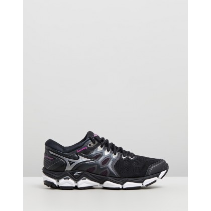Wave Horizon 3 - Women's Black & Super Pink by Mizuno