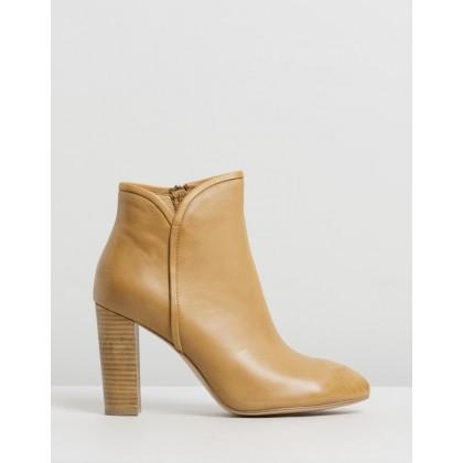 Wesleen Tan Leather by Mollini