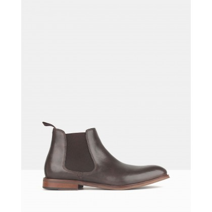 Wildfire Leather Chelsea Boots Dark Brown by Zu