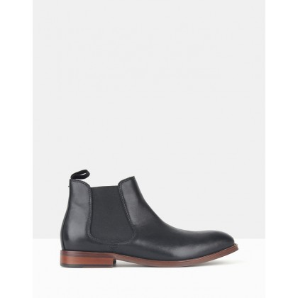 Wildfire Leather Chelsea Boots Black by Zu