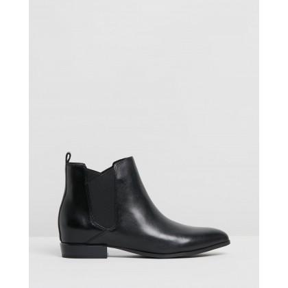 Doloris Black Leather by Nine West