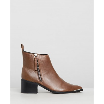 Leather Monica Boots Worn Tan by Oneteaspoon