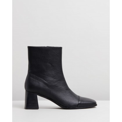 Delphina Ankle Boots Black Smooth by Spurr