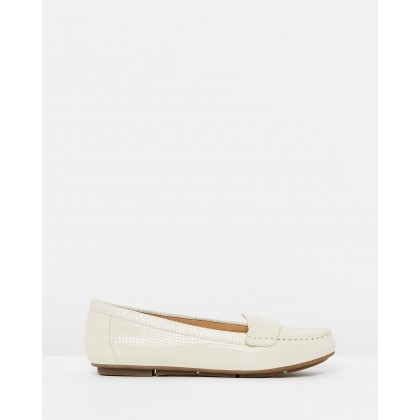 Larrun Loafers Ivory Snake by Atmos&Here