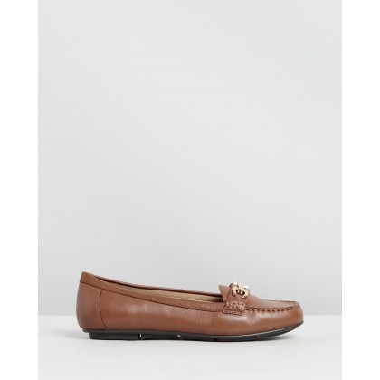 Kenya Loafers Tan by Vionic