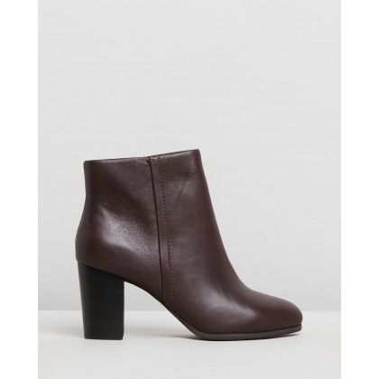 Kennedy Ankle Boots Chocolate by Vionic